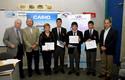Equipo ganador Instituto Nacional junto con Ruben Preiss, Fernando Fuenzalida, gente general de California y Mauricio Herrera.