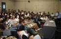 Alumnos de primer año de Ingeniería en charla de Marcelo Tokman.