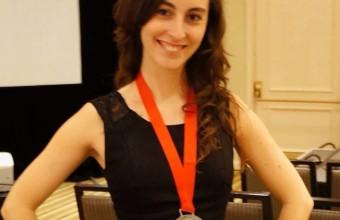 Alumni UDD es destacada por MIT Technology Review