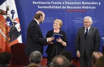 Alex Godoy participó en la entrega de informe de sostenibilidad a la presidenta