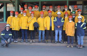 Alumnos visitan empresa AZA para conocer producción de barras de acero reciclado