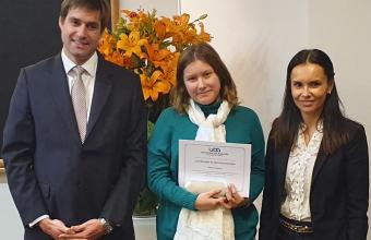 UDD y Santander entregaron becas internacionales a alumnos